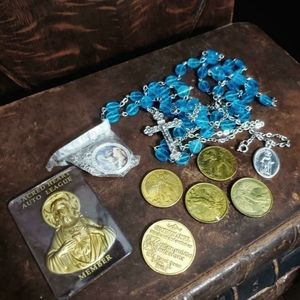 Large lot of vintage religious items.